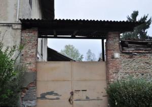 Ingresso orientale alla cascina Bellacomba. Fotografia di Edoardo Vigo, 2012.