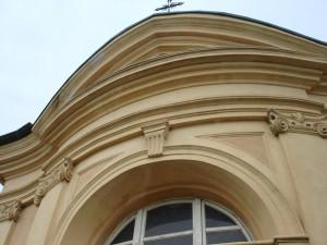 Dettaglio del decoro architettonico della cappella Tarino. Fotografia di Gianfranco Ingardia, 2012.
