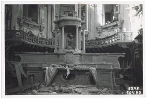 Via del Carmine 3, Chiesa Madonna del Carmine. Effetti prodotti dai bombardamenti dell'incursione aerea dell'8 agosto 1943. UPA 3818_9E02-29. © Archivio Storico della Città di Torino/Archivio Storico Vigili del Fuoco