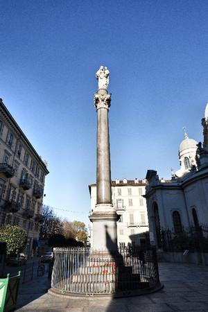 Colonna votiva con statua della Madonna Consolata col Bambino, scultore Giuseppe Bogliani. Fotografia di Mattia Boero, 2010. © MuseoTorino