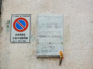 Lapide in memoria di Francesco Leona, Lorenzo Rossotto in via Gioberti 15A. Fotografia di Paola Boccalatte, 2014. © MuseoTorino