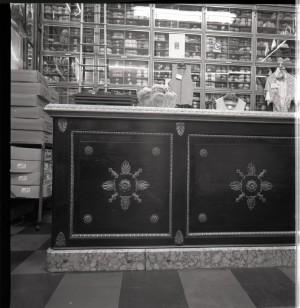 Piodi, filati, particolare del bancone, 1998 © Regione Piemonte