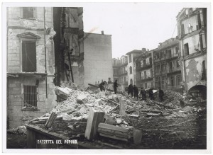 Via Ottavio Assarotti angolo Via Giovanni Ambrogio Bertrandi. Effetti prodotti dai bombardamenti dell'incursione aerea del 9 dicembre 1942. UPA 3015_9D02-29. © Archivio Storico della Città di Torino