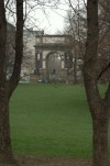 Arco trionfale dedicato all'Arma dell'Artiglieria con monumento all'Artigliere. Fotografia di Giuseppe Caiafa, 2011
