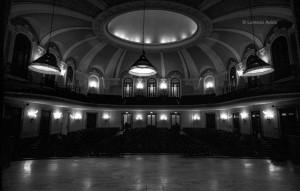 Concerti dell'Unione Musicale 2001, Prima del concerto al Conservatorio Giuseppe Verdi. Fotografia di Lorenzo Avico, 6 marzo 2001.