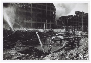 Via Nizza, Stabilimento FIAT Lingotto. Effetti prodotti dai bombardamenti dell'incursione aerea del 29 marzo 1944. UPA 4426_9E05-56. © Archivio Storico della Città di Torino/Archivio Storico Vigili del Fuoco