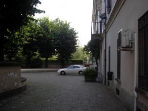 Scorcio della facciata della villa da via Berruti e Ferrero. Fotografia di Silvia Bertelli.