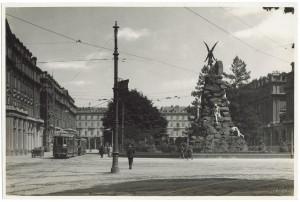 Piazza Statuto. Fotografia di Giancarlo Dall'Armi. © Archivio Storico della Città di Torino