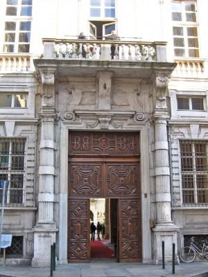 Circolo degli Artisti. Palazzo Graneri della Roccia. Particolare del portone d'ingresso. Fotografia di Alessandro Vivanti, 2011. © MuseoTorino.