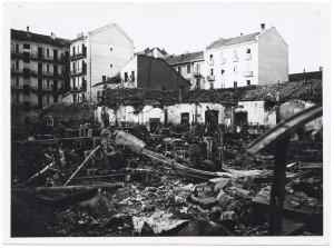 Via Gian Domenico Cassini angolo Via Amerigo Vespucci 41. Effetti prodotti dai bombardamenti dell'incursione aerea del 20-21 novembre 1942. UPA 1935_9B03-43. © Archivio Storico della Città di Torino