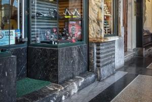 Majerna, armeria, particolare della devanture, 2017 © Archivio Storico della Città di Torino