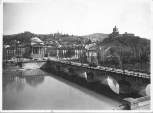 Ponte Vittorio Emanuele I e chiesa della Gran Madre di Dio. © Archivio Storico della Città di Torino.