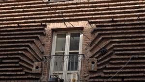 Basamento rustico della nuova Torre civica all'angolo delle vie Milano e Corte d'Appello. Fotografia di Plinio Martelli, 2010. © MuseoTorino