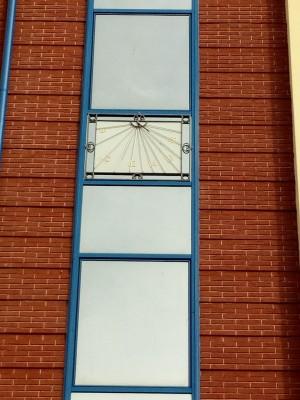 Orologio solare, Palazzo in via  Pistoia, 24