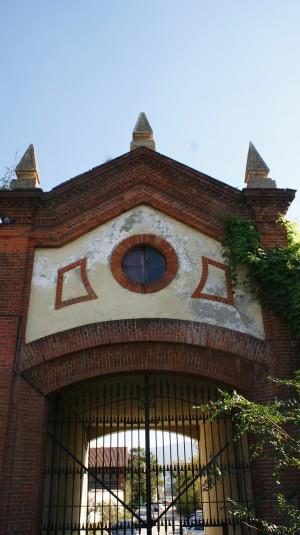 Portale di ingresso alla Abbadia di Stura. Fotografia di Edoardo Vigo, 2012.