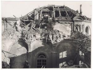 Via dell'Arsenale. Palazzo Antico Arsenale. Effetti prodotti dai bombardamenti dell'incursione aerea dell'8-9 dicembre 1942. UPA 2618_9C03-47. © Archivio Storico della Città di Torino