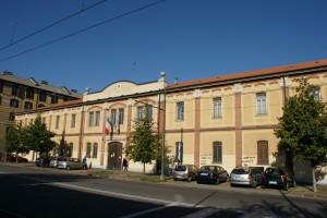 Fabbricato di inizio Novecento nato come sede dei magazzini della Croce Rossa Italiana di Torino e ora sede degli uffici del Comitato Provinciale