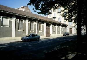Basso fabbricato industriale in via Buscalioni 8, risparmiato dai bombardamenti. Fotografia di Agata Spaziante, 1997 in www.immaginidelcambiamento.it