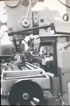 Studente al lavoro negli anni Ottanta.©Archivio Casa di Carità Arti e Mestieri.