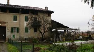 Lato orientale della casa padronale della cascina Canonico. Fotografia di Edoardo Vigo, 2012.