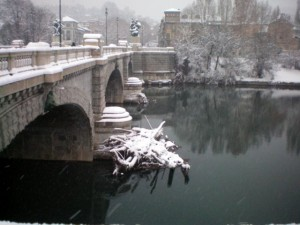 Ponte Umberto I durante una nevicata. Fotografia di Adriana Bodoira, 2012.