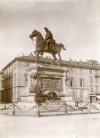 Stanislao Grimaldi, Monumento ad Alfonso Ferrero Della Marmora, 1881-1891. Fotografia di Mario Gabinio, 14 maggio 1924. Fondazione Torino Musei, Archivio Fotografico, Fondo Mario Gabinio. © Fondazione Torino Musei