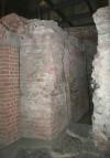 Resti delle strutture dell'interturrio. Fotografia di Enrico Lusso, 2010