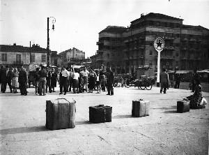 La casa nel 1955 durante lo sciopero degli ambulanti di piazza Crispi.