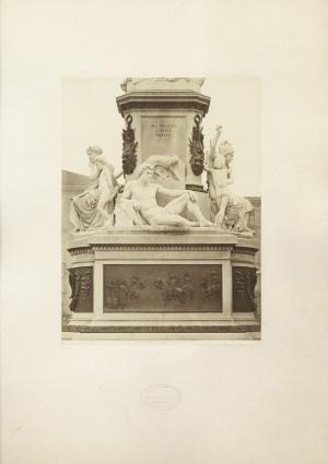 Monumento a Camillo Benso conte di Cavour, particolare. Fotografia Brogi. © Archivio Storico della Città di Torino