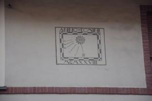 Orologio solare, palazzina in via Borg Pisani, 22
