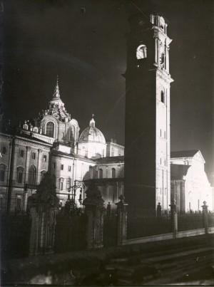 Cappella della Santa Sindone, veduta notturna. Fotografia di Mario Gabinio, 1931 ca. © Fondazione Torino Musei - Archivio fotografico.