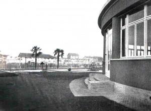 """Veduta della rotonda del """"Ricreatorio"""" verso il campo dei giochi nel 1939."""
