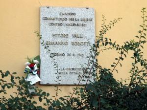 Lapide dedicata a Ermanno Robotti, Ettore Valli, in via Reiss Romoli 49 bis. Fotografia di Sergio D'Orsi, 2013