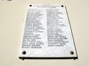 Lapide dedicata ai caduti partigiani e militari di Madonna di Campagna