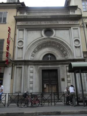 Istituto Sacra Famiglia. Facciata della prima chiesa della Sacra Famiglia, in via San Donato 17, oggi in uso alla comunità copto ortodossa egiziana di Torino. Fotografia L&M, 2011