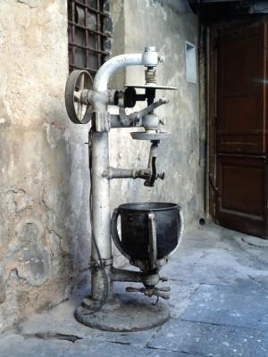 Pasticceria Abrate, macchina per impastare, 1998 © Regione Piemonte