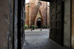 Facciata della chiesa di San Domenico (scorcio). Fotografia di Paolo Gonella, 2010. © MuseoTorino.