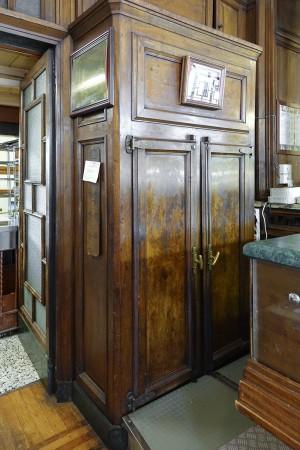 Confetteria Pasticceria Pfatisch, particolare mobile- frigo, 2017 © Archivio Storico della Città di Torino