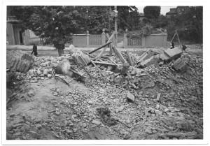 Via Passo Buole 74, Parrocchia del Lingotto. Effetti prodotti dai bombardamenti dell'incursione aerea del 4 giugno 1944. UPA 4619_9F01-04. © Archivio Storico della Città di Torino/Archivio Storico Vigili del Fuoco