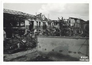 Stabilimento FIAT Grandi Motori, Via Carmagnola. Effetti prodotti dai bombardamenti dell'incursione aerea del 13 luglio 1943. UPA 3640_9E01-32. © Archivio Storico della Città di Torino/Archivio Storico Vigili del Fuoco