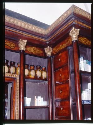 Farmacia Bestente, scaffalatura, 1998 © Regione Piemonte