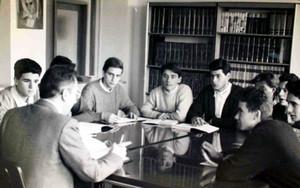 Un momento catturato durante una lezione degli anni Ottanta.©Archivio Casa di Carità Arti e Mestieri.