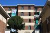 Facciata di una delle case del 16° quartiere dell'Istituto autonomo case popolari. Fotografia di Bruna Biamino, 2010. © MuseoTorino.