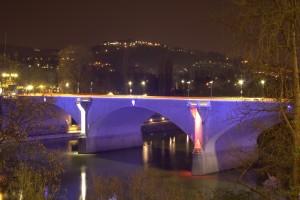 Illuminazione notturna del Ponte Balbis. Fotografia di Giuseppe Caiafa, 2011