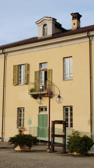 Particolare di uno degli edifici della cascina Giajone. Fotografia di Edoardo Vigo, 2012.