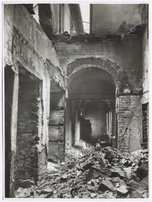 Via Stampatori, Palazzo Balbo Bertone di Sambuy. Effetti prodotti dai bombardamenti dell'incursione aerea del 20-21 novembre 1942. UPA 1795_9B01-25. © Archivio Storico della Città di Torino