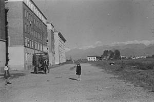 Vista lungo via Carlo del Prete, sulla sinistra case popolari, 1950© EUT 2