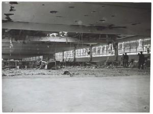 s.l. [Fiat Lingotto?]. Edificio industriale non identificato. Effetti prodotti dai bombardamenti del 6 settembre 1940. UPA 0421D_9A01-08.© Archivio Storico della Città di Torino