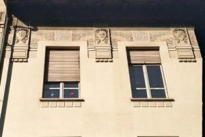 Particolare degli elementi decorativi delle facciate delle scuole storiche torinesi. Scuola elementare Alfieri. © Catalogo Beni Culturali Architettonici, Città di Torino-MIBAC