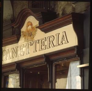 Panetteria, particolare dell'esterno, Fotografia di Marco Corongi, 2003 ©Politecnico di Torino